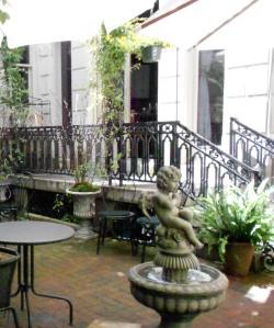 Le Cheri patio garden